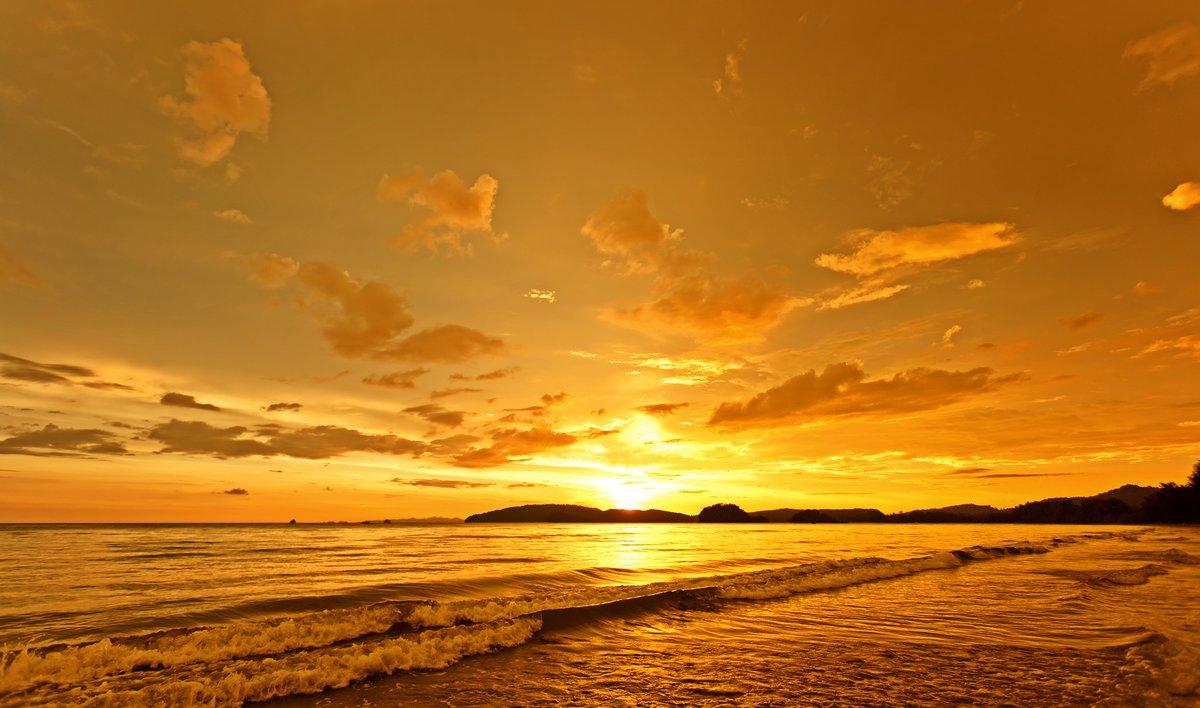Постер Пейзаж морской Senset на пляже в Южной части ТаиландаПейзаж морской<br>Постер на холсте или бумаге. Любого нужного вам размера. В раме или без. Подвес в комплекте. Трехслойная надежная упаковка. Доставим в любую точку России. Вам осталось только повесить картину на стену!<br>