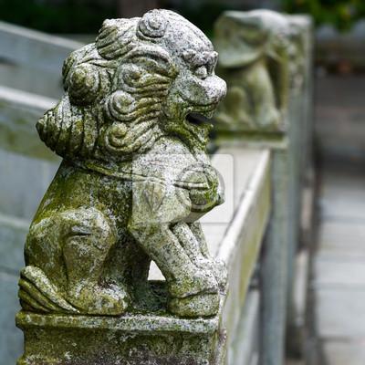 Постер Пекин Лев статуи на мосту в КитаеПекин<br>Постер на холсте или бумаге. Любого нужного вам размера. В раме или без. Подвес в комплекте. Трехслойная надежная упаковка. Доставим в любую точку России. Вам осталось только повесить картину на стену!<br>