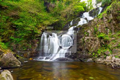 Постер Водопады Torc водопад в Killarney National Park, ИрландияВодопады<br>Постер на холсте или бумаге. Любого нужного вам размера. В раме или без. Подвес в комплекте. Трехслойная надежная упаковка. Доставим в любую точку России. Вам осталось только повесить картину на стену!<br>