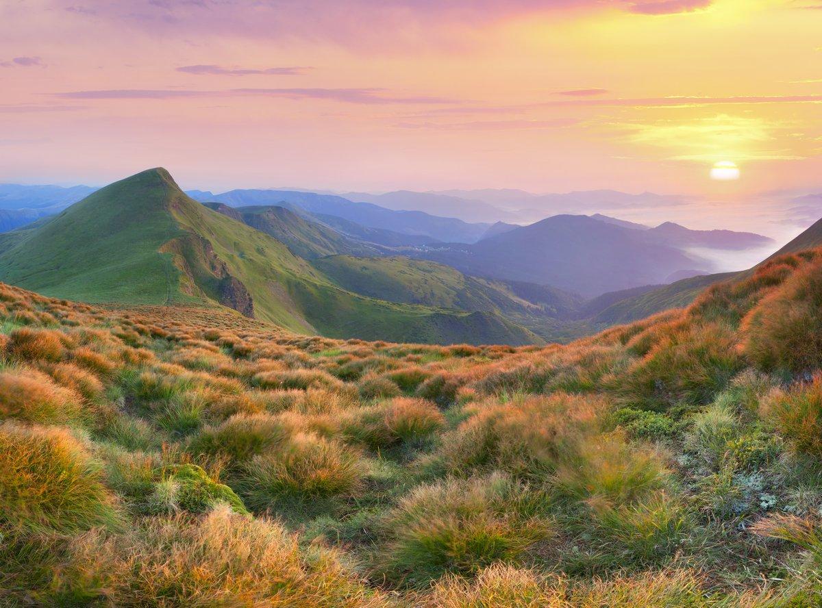 Постер Горы Красивый летний пейзаж в горах. Восход солнцаГоры<br>Постер на холсте или бумаге. Любого нужного вам размера. В раме или без. Подвес в комплекте. Трехслойная надежная упаковка. Доставим в любую точку России. Вам осталось только повесить картину на стену!<br>