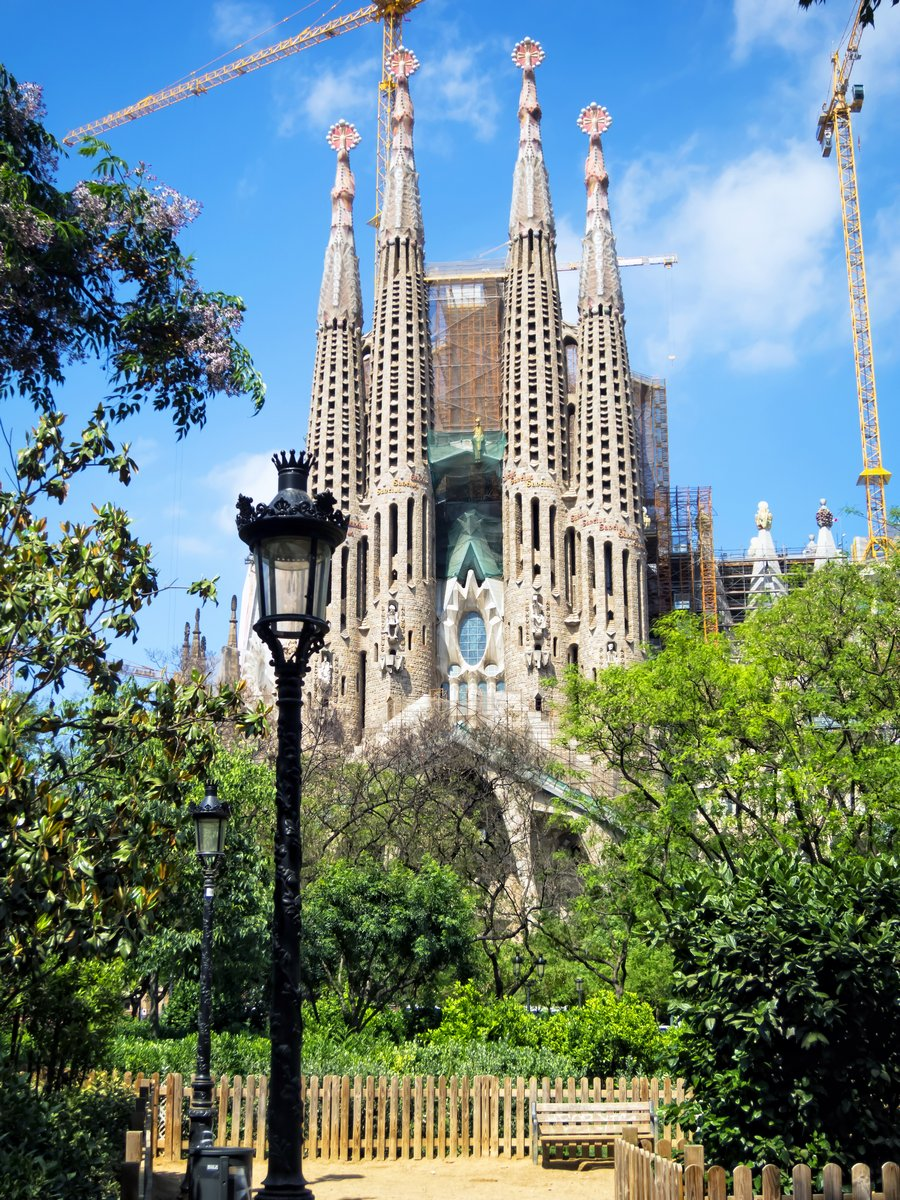 Постер Барселона Sagrada Familia, БарселонаБарселона<br>Постер на холсте или бумаге. Любого нужного вам размера. В раме или без. Подвес в комплекте. Трехслойная надежная упаковка. Доставим в любую точку России. Вам осталось только повесить картину на стену!<br>