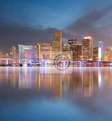 Майами, Флорида зданий панорама с отражением, 20x22 см, на бумагеМайами<br>Постер на холсте или бумаге. Любого нужного вам размера. В раме или без. Подвес в комплекте. Трехслойная надежная упаковка. Доставим в любую точку России. Вам осталось только повесить картину на стену!<br>