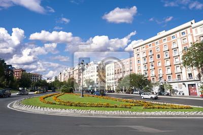 Постер Мадрид Уличная сцена в Мадрид, ИспанияМадрид<br>Постер на холсте или бумаге. Любого нужного вам размера. В раме или без. Подвес в комплекте. Трехслойная надежная упаковка. Доставим в любую точку России. Вам осталось только повесить картину на стену!<br>