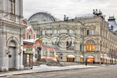 Постер Москва Комплекс зданий на Красной ПлощадиМосква<br>Постер на холсте или бумаге. Любого нужного вам размера. В раме или без. Подвес в комплекте. Трехслойная надежная упаковка. Доставим в любую точку России. Вам осталось только повесить картину на стену!<br>