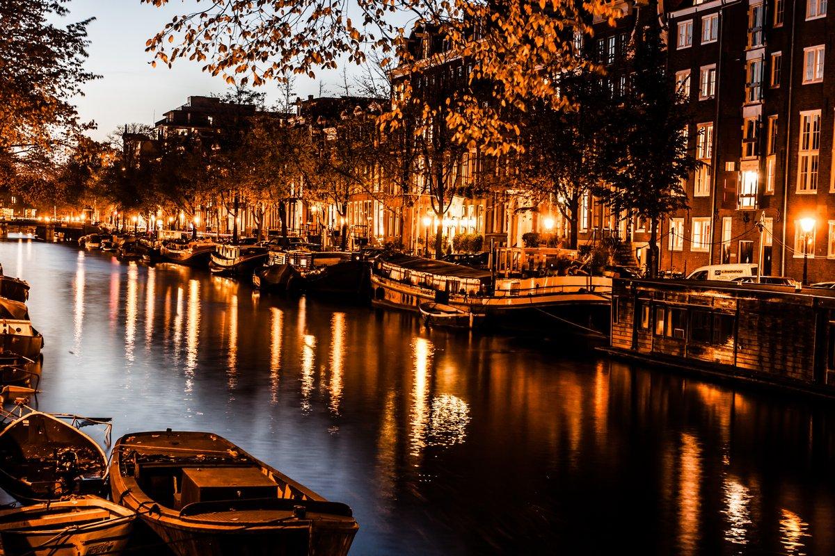 Постер Голландия Амстердам ночью, НидерландыГолландия<br>Постер на холсте или бумаге. Любого нужного вам размера. В раме или без. Подвес в комплекте. Трехслойная надежная упаковка. Доставим в любую точку России. Вам осталось только повесить картину на стену!<br>