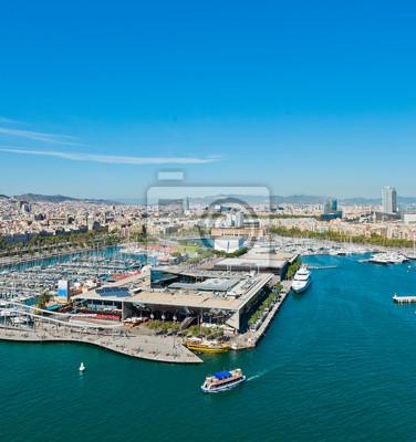 Постер Барселона Вид с воздуха на портового района в Барселона, ИспанияБарселона<br>Постер на холсте или бумаге. Любого нужного вам размера. В раме или без. Подвес в комплекте. Трехслойная надежная упаковка. Доставим в любую точку России. Вам осталось только повесить картину на стену!<br>