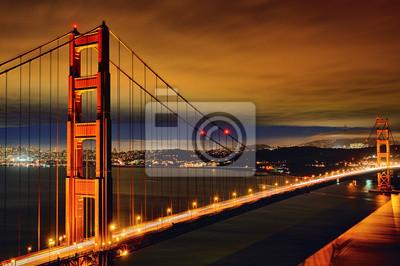 Постер Города и карты Ночная сцена Golden Gate Bridge, 30x20 см, на бумагеСан-Франциско<br>Постер на холсте или бумаге. Любого нужного вам размера. В раме или без. Подвес в комплекте. Трехслойная надежная упаковка. Доставим в любую точку России. Вам осталось только повесить картину на стену!<br>