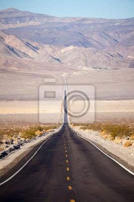 Постер Пейзаж песчаный Страда в Долине СмертиПейзаж песчаный<br>Постер на холсте или бумаге. Любого нужного вам размера. В раме или без. Подвес в комплекте. Трехслойная надежная упаковка. Доставим в любую точку России. Вам осталось только повесить картину на стену!<br>
