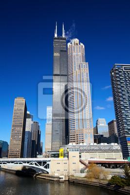 Постер Чикаго Чикаго городских небоскребов в финансовом районе, ИЛЛИНОЙС, СШАЧикаго<br>Постер на холсте или бумаге. Любого нужного вам размера. В раме или без. Подвес в комплекте. Трехслойная надежная упаковка. Доставим в любую точку России. Вам осталось только повесить картину на стену!<br>