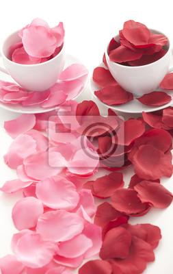 Постер Праздники Чашку кофе и лепестки роз , 20x32 см, на бумаге02.14 День Святого Валентина (День всех влюбленных)<br>Постер на холсте или бумаге. Любого нужного вам размера. В раме или без. Подвес в комплекте. Трехслойная надежная упаковка. Доставим в любую точку России. Вам осталось только повесить картину на стену!<br>