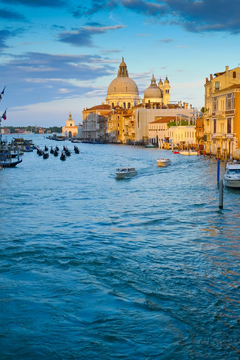 Постер Венеция Канал ГрандеВенеция<br>Постер на холсте или бумаге. Любого нужного вам размера. В раме или без. Подвес в комплекте. Трехслойная надежная упаковка. Доставим в любую точку России. Вам осталось только повесить картину на стену!<br>
