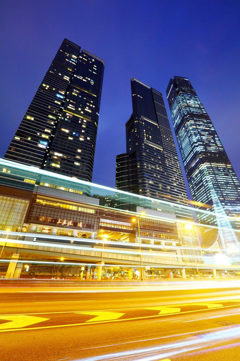 Постер Гонконг Дорожного движения в городских ночьюГонконг<br>Постер на холсте или бумаге. Любого нужного вам размера. В раме или без. Подвес в комплекте. Трехслойная надежная упаковка. Доставим в любую точку России. Вам осталось только повесить картину на стену!<br>