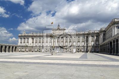 Постер Мадрид Королевский Дворец В Мадриде.Мадрид<br>Постер на холсте или бумаге. Любого нужного вам размера. В раме или без. Подвес в комплекте. Трехслойная надежная упаковка. Доставим в любую точку России. Вам осталось только повесить картину на стену!<br>