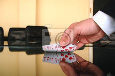 Постер Деятельность Бизнесмен Холдинг игральные карты, 30x20 см, на бумагеКазино<br>Постер на холсте или бумаге. Любого нужного вам размера. В раме или без. Подвес в комплекте. Трехслойная надежная упаковка. Доставим в любую точку России. Вам осталось только повесить картину на стену!<br>