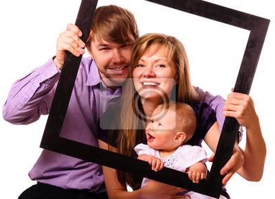 Постер Счастливая семья с ребенкомДети<br>Постер на холсте или бумаге. Любого нужного вам размера. В раме или без. Подвес в комплекте. Трехслойная надежная упаковка. Доставим в любую точку России. Вам осталось только повесить картину на стену!<br>
