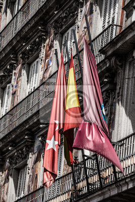 Постер Города и карты Фасадом и балконами на Palza Mayor,Мадрид,Испания, 20x30 см, на бумагеМадрид<br>Постер на холсте или бумаге. Любого нужного вам размера. В раме или без. Подвес в комплекте. Трехслойная надежная упаковка. Доставим в любую точку России. Вам осталось только повесить картину на стену!<br>