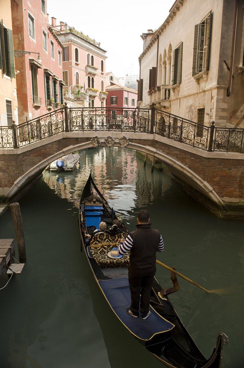 Постер Венеция Canal, ВенецияВенеция<br>Постер на холсте или бумаге. Любого нужного вам размера. В раме или без. Подвес в комплекте. Трехслойная надежная упаковка. Доставим в любую точку России. Вам осталось только повесить картину на стену!<br>