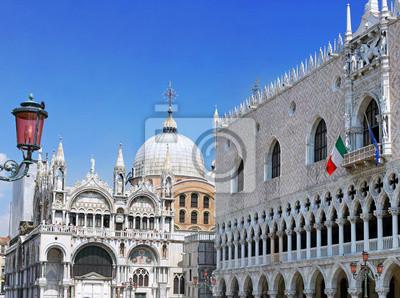 Постер Венеция Дворец Дожей ,собор Сан-Марко, ВенецияВенеция<br>Постер на холсте или бумаге. Любого нужного вам размера. В раме или без. Подвес в комплекте. Трехслойная надежная упаковка. Доставим в любую точку России. Вам осталось только повесить картину на стену!<br>