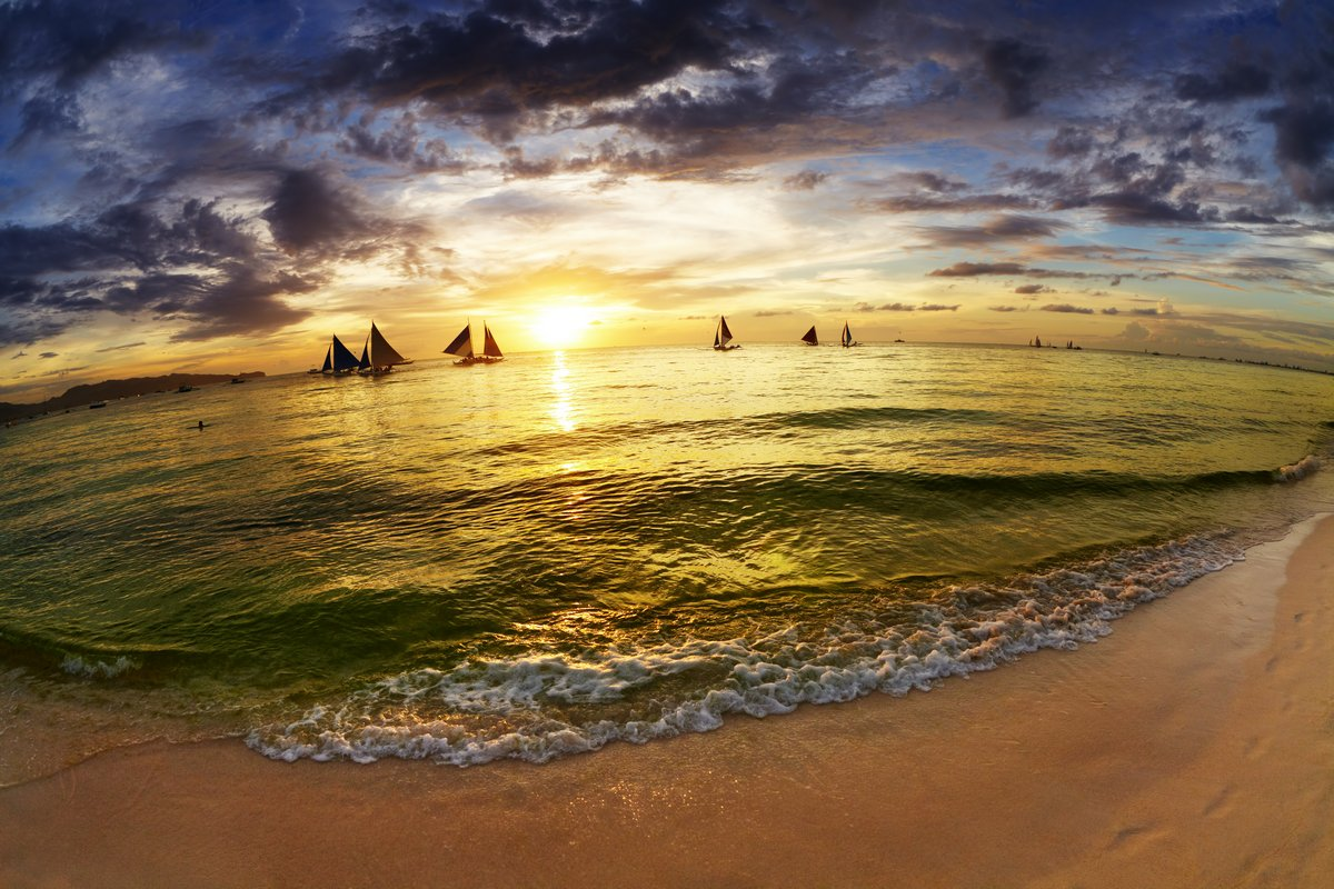 Постер Лето Тропический пляж на закатеЛето<br>Постер на холсте или бумаге. Любого нужного вам размера. В раме или без. Подвес в комплекте. Трехслойная надежная упаковка. Доставим в любую точку России. Вам осталось только повесить картину на стену!<br>