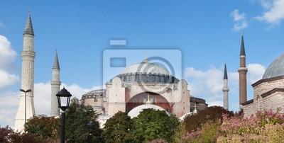 Постер Стамбул Собор Святой Софии Базилика. Музей в Стамбуле, ТурцияСтамбул<br>Постер на холсте или бумаге. Любого нужного вам размера. В раме или без. Подвес в комплекте. Трехслойная надежная упаковка. Доставим в любую точку России. Вам осталось только повесить картину на стену!<br>