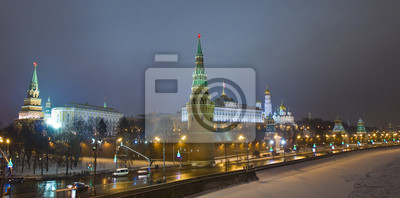 Постер Москва Москва, Кремль на ночьМосква<br>Постер на холсте или бумаге. Любого нужного вам размера. В раме или без. Подвес в комплекте. Трехслойная надежная упаковка. Доставим в любую точку России. Вам осталось только повесить картину на стену!<br>