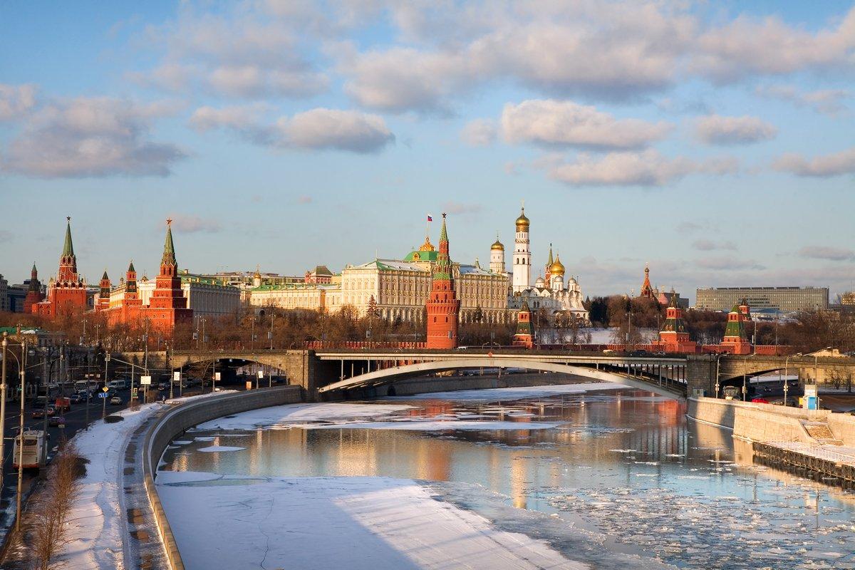 Постер Москва Панорама Московского КремляМосква<br>Постер на холсте или бумаге. Любого нужного вам размера. В раме или без. Подвес в комплекте. Трехслойная надежная упаковка. Доставим в любую точку России. Вам осталось только повесить картину на стену!<br>