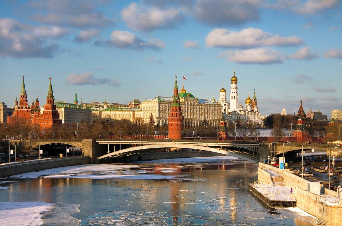 Постер Россия Панорама Московского КремляРоссия<br>Постер на холсте или бумаге. Любого нужного вам размера. В раме или без. Подвес в комплекте. Трехслойная надежная упаковка. Доставим в любую точку России. Вам осталось только повесить картину на стену!<br>