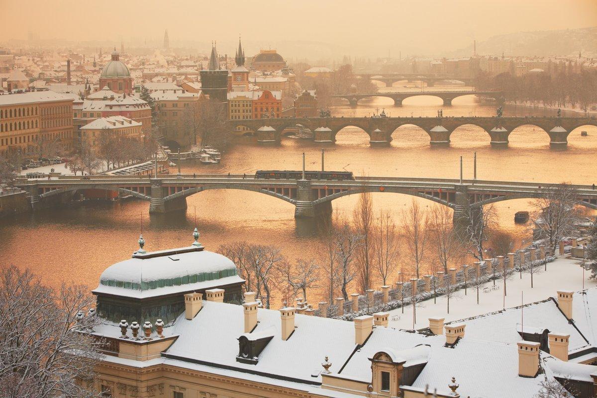 Прага зимой, Чешская Республика, 30x20 см, на бумагеЧехия<br>Постер на холсте или бумаге. Любого нужного вам размера. В раме или без. Подвес в комплекте. Трехслойная надежная упаковка. Доставим в любую точку России. Вам осталось только повесить картину на стену!<br>