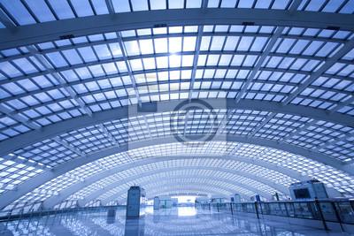 Постер Пекин Современный зал станции метро на T3 аэропорта в Пекине, Китай.Пекин<br>Постер на холсте или бумаге. Любого нужного вам размера. В раме или без. Подвес в комплекте. Трехслойная надежная упаковка. Доставим в любую точку России. Вам осталось только повесить картину на стену!<br>
