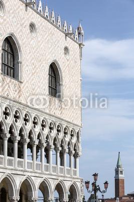 Постер Венеция Патриарший собор Базилика Святого Марка, на площади SВенеция<br>Постер на холсте или бумаге. Любого нужного вам размера. В раме или без. Подвес в комплекте. Трехслойная надежная упаковка. Доставим в любую точку России. Вам осталось только повесить картину на стену!<br>