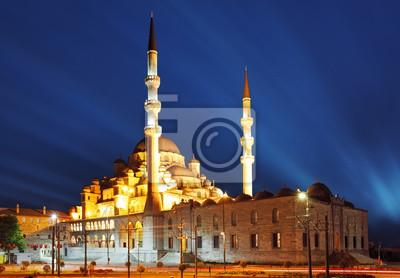 Постер Стамбул Новая Мечеть ночью, Стамбул - Ени КамииСтамбул<br>Постер на холсте или бумаге. Любого нужного вам размера. В раме или без. Подвес в комплекте. Трехслойная надежная упаковка. Доставим в любую точку России. Вам осталось только повесить картину на стену!<br>