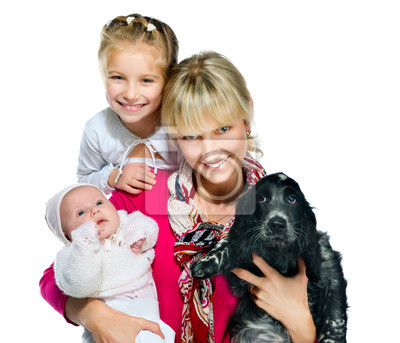 Постер Симпатичная молодая женщина с дочерьми и собакаДети<br>Постер на холсте или бумаге. Любого нужного вам размера. В раме или без. Подвес в комплекте. Трехслойная надежная упаковка. Доставим в любую точку России. Вам осталось только повесить картину на стену!<br>