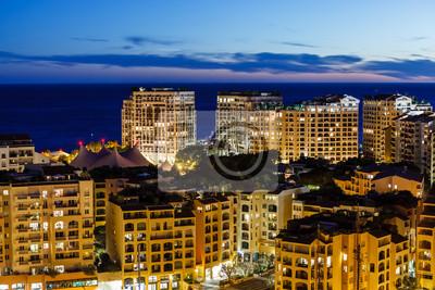 Постер Монако Вид с воздуха на освещенных Casino de Monte Carlo, Монако и гавани, французскийМонако<br>Постер на холсте или бумаге. Любого нужного вам размера. В раме или без. Подвес в комплекте. Трехслойная надежная упаковка. Доставим в любую точку России. Вам осталось только повесить картину на стену!<br>