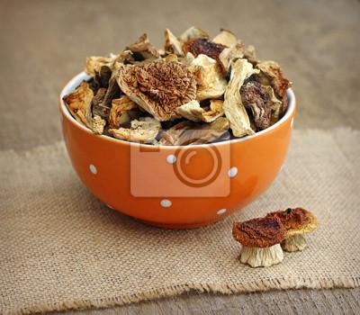 Постер Грибы Сушеные грибы в orange bowl, на фоне деревянныхГрибы<br>Постер на холсте или бумаге. Любого нужного вам размера. В раме или без. Подвес в комплекте. Трехслойная надежная упаковка. Доставим в любую точку России. Вам осталось только повесить картину на стену!<br>