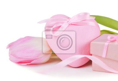 Розовое сердце с лентой макро, 29x20 см, на бумаге02.14 День Святого Валентина (День всех влюбленных)<br>Постер на холсте или бумаге. Любого нужного вам размера. В раме или без. Подвес в комплекте. Трехслойная надежная упаковка. Доставим в любую точку России. Вам осталось только повесить картину на стену!<br>