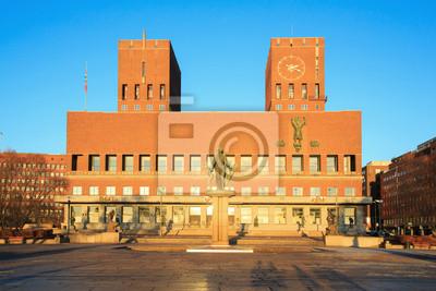 Постер Осло Городская ратуша Осло, НорвегияОсло<br>Постер на холсте или бумаге. Любого нужного вам размера. В раме или без. Подвес в комплекте. Трехслойная надежная упаковка. Доставим в любую точку России. Вам осталось только повесить картину на стену!<br>