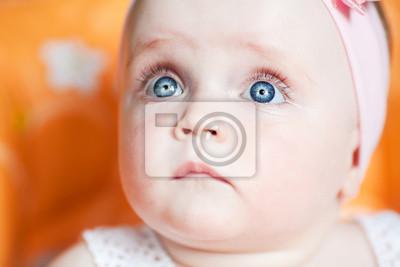 Постер Счастливый младенец голубые глазаДети<br>Постер на холсте или бумаге. Любого нужного вам размера. В раме или без. Подвес в комплекте. Трехслойная надежная упаковка. Доставим в любую точку России. Вам осталось только повесить картину на стену!<br>