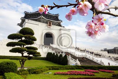 Постер Тайвань Чан Кайши мемориальный зал в Тайване в красивый цветок сакурыТайвань<br>Постер на холсте или бумаге. Любого нужного вам размера. В раме или без. Подвес в комплекте. Трехслойная надежная упаковка. Доставим в любую точку России. Вам осталось только повесить картину на стену!<br>