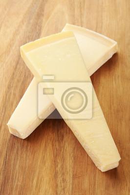 Два ломтика сыра пармезан на деревянной разделочной доске, 20x30 см, на бумагеСыр<br>Постер на холсте или бумаге. Любого нужного вам размера. В раме или без. Подвес в комплекте. Трехслойная надежная упаковка. Доставим в любую точку России. Вам осталось только повесить картину на стену!<br>