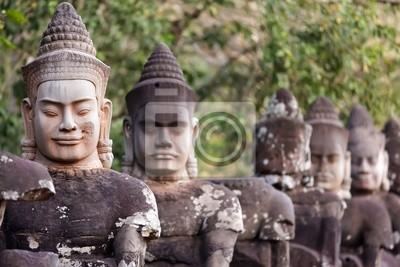 Постер Камбоджа Ангкор Южную дверь статуиКамбоджа<br>Постер на холсте или бумаге. Любого нужного вам размера. В раме или без. Подвес в комплекте. Трехслойная надежная упаковка. Доставим в любую точку России. Вам осталось только повесить картину на стену!<br>