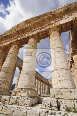 Постер Сицилия Классический древнегреческий Храм сегесты в СицилииСицилия<br>Постер на холсте или бумаге. Любого нужного вам размера. В раме или без. Подвес в комплекте. Трехслойная надежная упаковка. Доставим в любую точку России. Вам осталось только повесить картину на стену!<br>