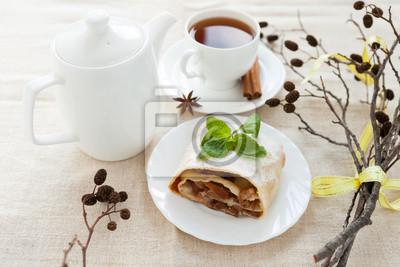 Натюрморт с свежеиспеченный яблочный пирог, чай и сухие ветки, 30x20 см, на бумагеЧай<br>Постер на холсте или бумаге. Любого нужного вам размера. В раме или без. Подвес в комплекте. Трехслойная надежная упаковка. Доставим в любую точку России. Вам осталось только повесить картину на стену!<br>