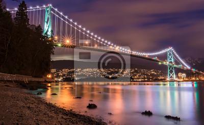 Постер Канада Lions Gate Bridge в Ванкувере в НочьКанада<br>Постер на холсте или бумаге. Любого нужного вам размера. В раме или без. Подвес в комплекте. Трехслойная надежная упаковка. Доставим в любую точку России. Вам осталось только повесить картину на стену!<br>