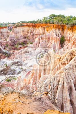 Постер Африканский пейзаж Каньон - КенияАфриканский пейзаж<br>Постер на холсте или бумаге. Любого нужного вам размера. В раме или без. Подвес в комплекте. Трехслойная надежная упаковка. Доставим в любую точку России. Вам осталось только повесить картину на стену!<br>