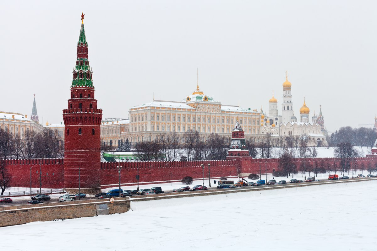 Постер Страны Панорама кремлевской стены и башни зимой, 30x20 см, на бумагеРоссия<br>Постер на холсте или бумаге. Любого нужного вам размера. В раме или без. Подвес в комплекте. Трехслойная надежная упаковка. Доставим в любую точку России. Вам осталось только повесить картину на стену!<br>
