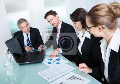 Бизнес-встреча для статистического анализа, 28x20 см, на бумагеБизнес<br>Постер на холсте или бумаге. Любого нужного вам размера. В раме или без. Подвес в комплекте. Трехслойная надежная упаковка. Доставим в любую точку России. Вам осталось только повесить картину на стену!<br>