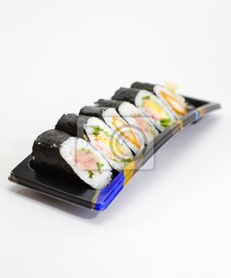 Постер Еда и напитки Японское блюдо суши, 20x24 см, на бумагеСуши<br>Постер на холсте или бумаге. Любого нужного вам размера. В раме или без. Подвес в комплекте. Трехслойная надежная упаковка. Доставим в любую точку России. Вам осталось только повесить картину на стену!<br>