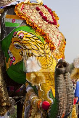 Украшенном слоне на фестиваль слонов в Джайпур., 20x30 см, на бумагеСлоны<br>Постер на холсте или бумаге. Любого нужного вам размера. В раме или без. Подвес в комплекте. Трехслойная надежная упаковка. Доставим в любую точку России. Вам осталось только повесить картину на стену!<br>
