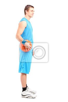 Полная длина портрет баскетбольный игрок, стоящий с мячом, 20x30 см, на бумагеБаскетбол<br>Постер на холсте или бумаге. Любого нужного вам размера. В раме или без. Подвес в комплекте. Трехслойная надежная упаковка. Доставим в любую точку России. Вам осталось только повесить картину на стену!<br>
