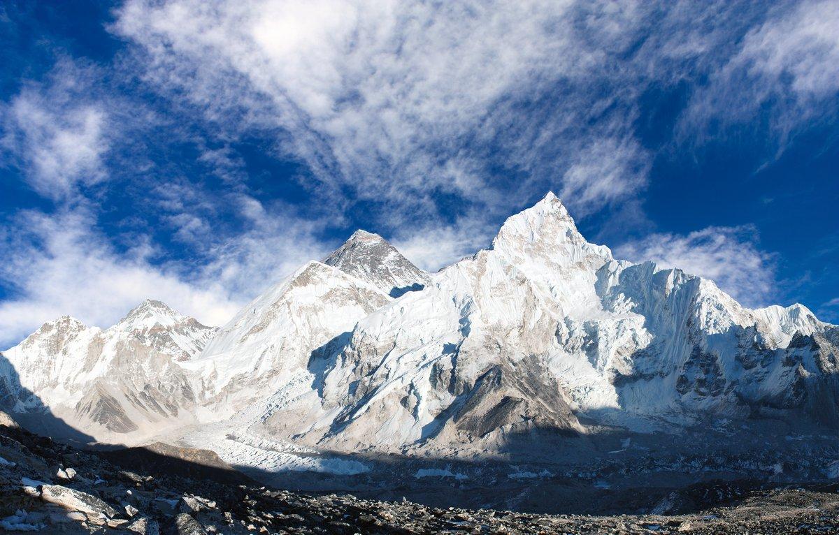 Постер Непал Панорамный вид на Эверест с неба и Khumbu ЛедникНепал<br>Постер на холсте или бумаге. Любого нужного вам размера. В раме или без. Подвес в комплекте. Трехслойная надежная упаковка. Доставим в любую точку России. Вам осталось только повесить картину на стену!<br>